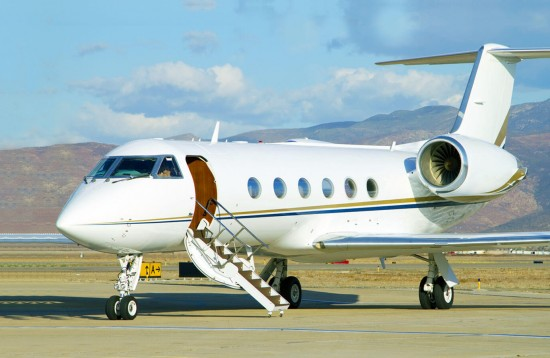 Travel by private jets