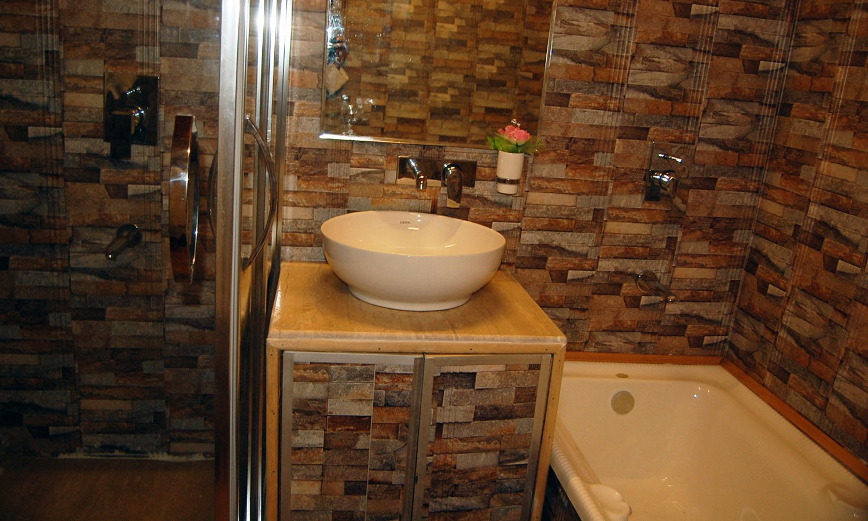Bathroom, Deluxe Houseboat