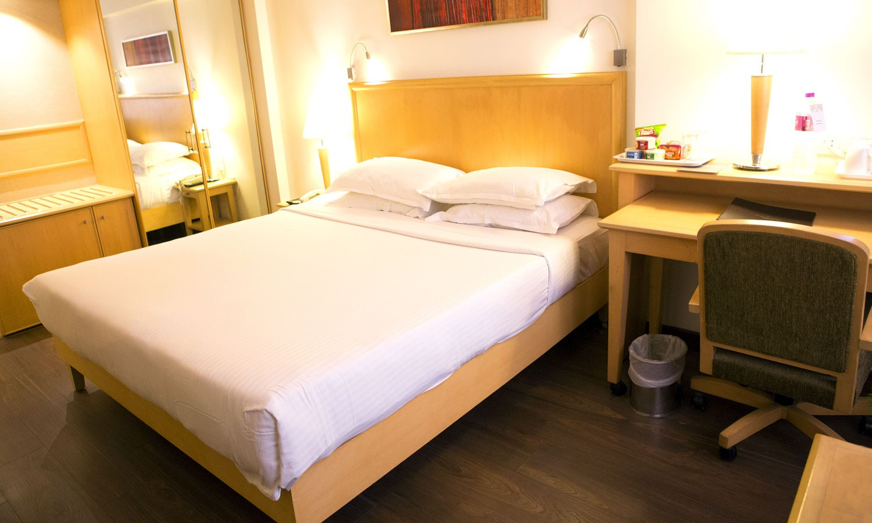 Double Bedroom Fariyas Hotel Mumbai