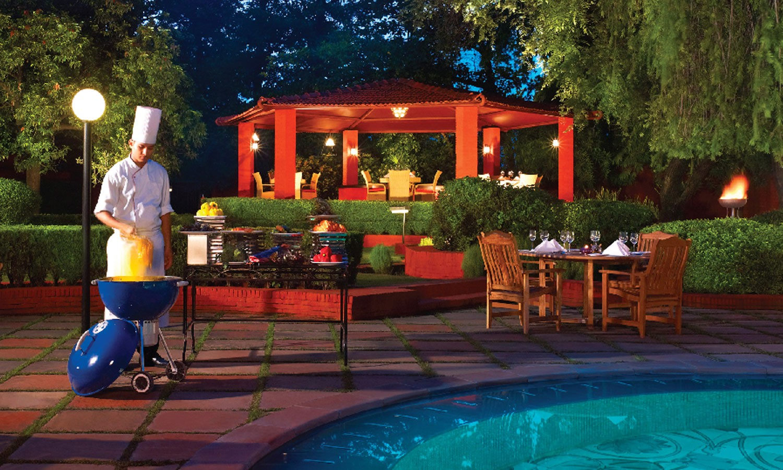 Pool Side Dining The Gateway Varanasi