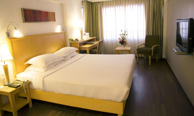 Deluxe Room Fariyas Hotel Mumbai
