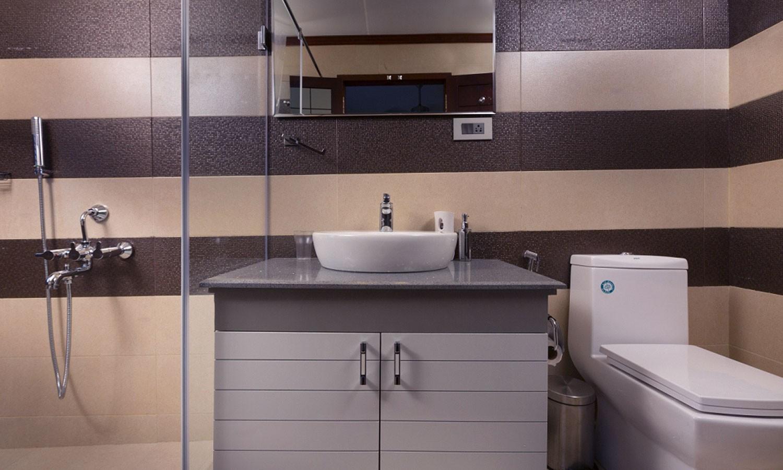 Bathroom, Lakes & Lagoon Houseboat