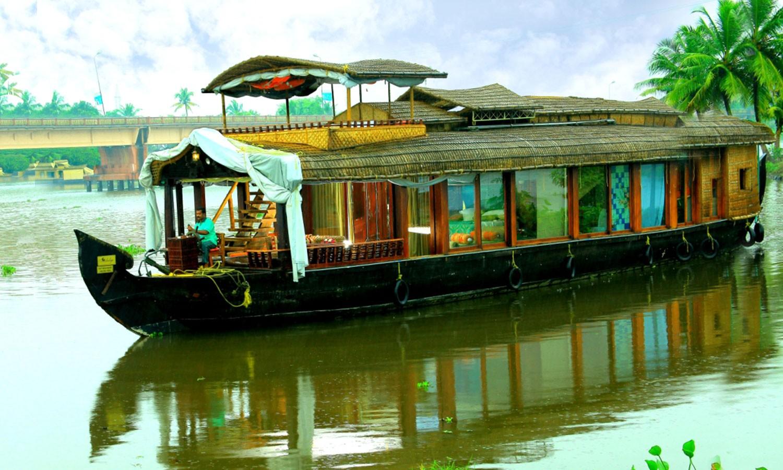 Lakes & Lagoon Houseboat