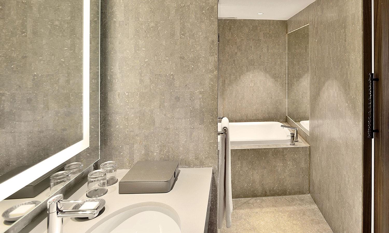 Bathroom Hyatt Regency New Delhi