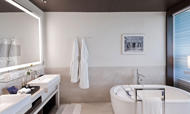 Suite bathroom, The Oberoi, New Delhi