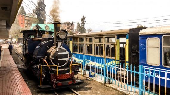 toy-train-darjeeling