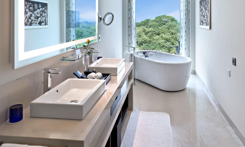 Premier Club Bathroom, The Oberoi, New Delhi