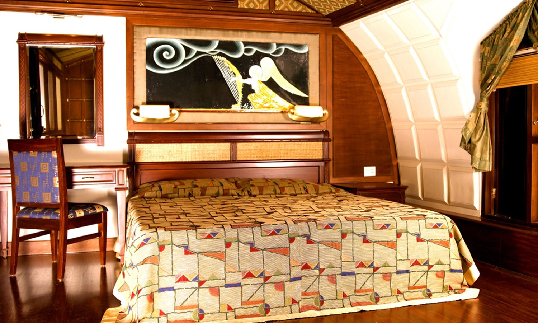Double Bed, Lakes & Lagoon Houseboat