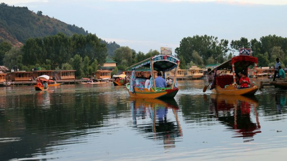 shikara-at-dal-lake-shimla