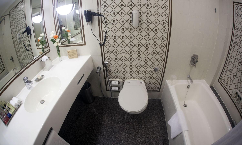 Bathroom Vivanta By Taj Aurangabad