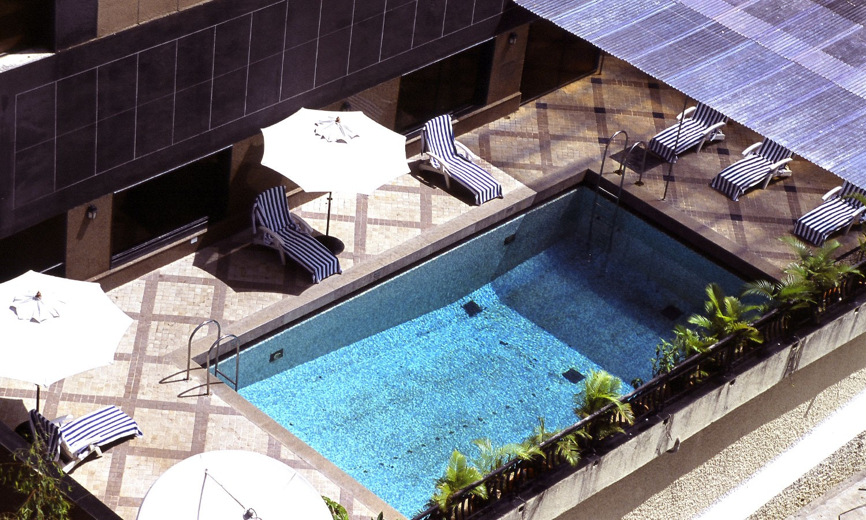 Pool Fariyas Hotel Mumbai