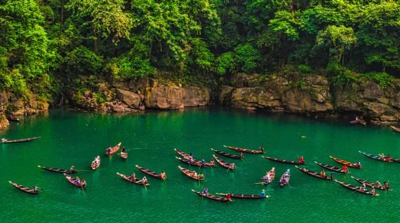 dawki-river-with-boats-shillong
