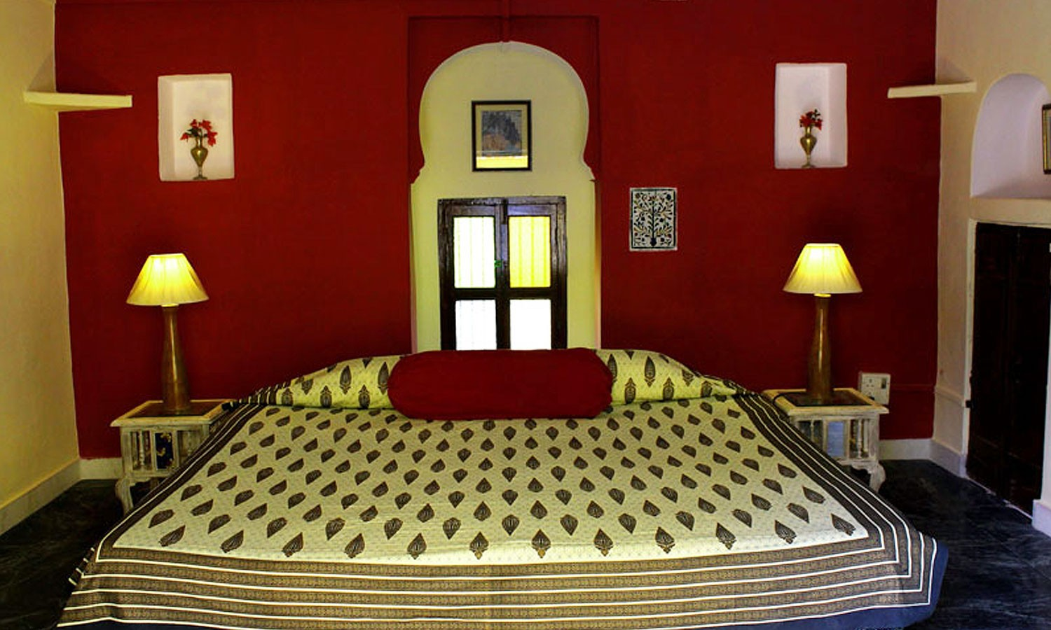 Double Bedroom, The Royal Castle Ghenerao