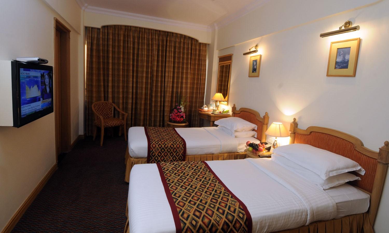 Twin Bedroom Fariyas Hotel Mumbai